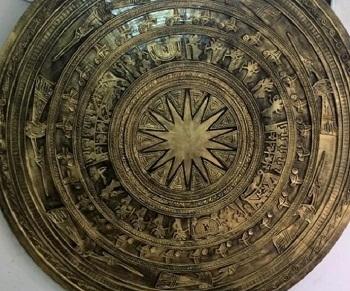 Tạo mẫu bông trống đồng 2 m , sơn nhụ đồng